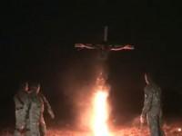 Шок: Украински военни разпънаха на кръст опълченец (видео 21+)