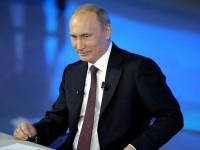 Путин кавалерски уреди куче и кожено палто за Елена