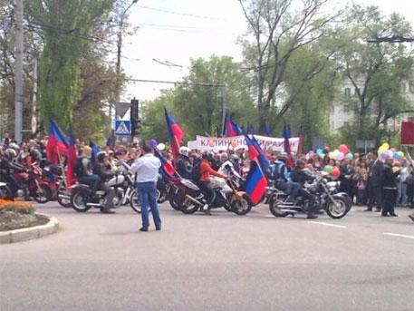Донецк отбелязва годишнина от референдума с парад