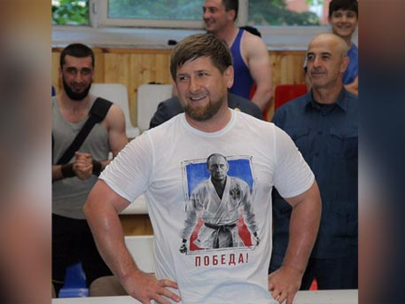 Кадиров публикува своя снимка с тениска на Путин в кимоно