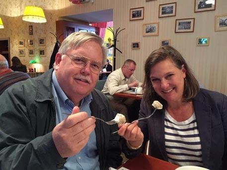 Виктория Нюланд хапна пелмени в московски ресторант