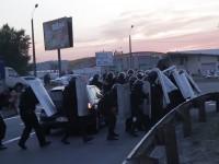 В Киев охранители на строеж стрелят по протестиращи пред очите на милицията (видео)