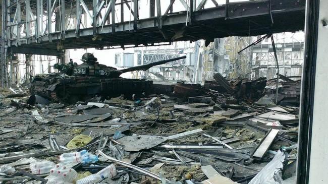 Украински военни отново обстрелват донецкото летище