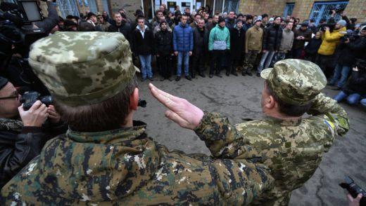 Handelsblatt: Наборниците бягат от Украйна – кой на Запад, кой на Изток