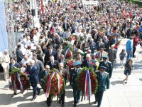 Поднасяне на венци пред паметника на Съветската Армия. 9 май 2015 г.