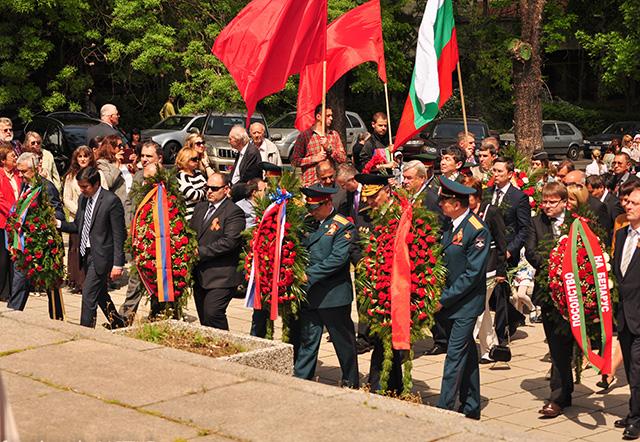 В София отбелязаха Деня на Победата и пред паметника-костница на съветските войни