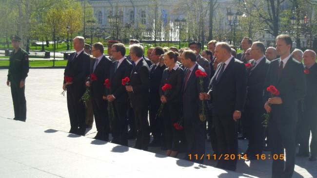 Посланиците от страните членки на ЕС в Москва, сред които и посланикът на България Бойко Коцев, отдадоха почит на загиналите във Втората световна война.