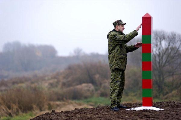 Русия укрепи границата с Донбас с ровове и заграждения