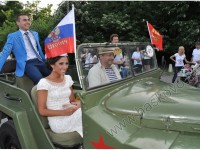 Балът на Езиковата: Стил, феерия и руски военен джип