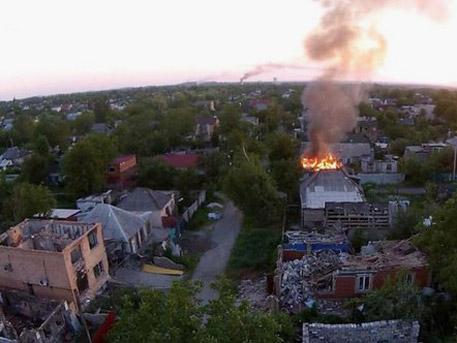Украинските военни продължават цинично да унищожават жилищни сгради в Донецк