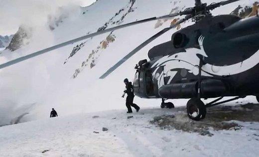 Руснак стана първият в света скочил в кратера на действащ вулкан (Видео)