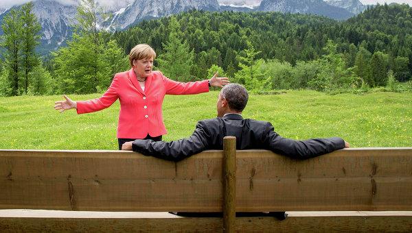 """Снимка на Меркел, """"танцуваща"""" пред Обама на Г-7, взриви интернет"""