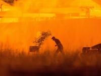 Опасност от нови взривове около горящата петролна база в близост до Киев