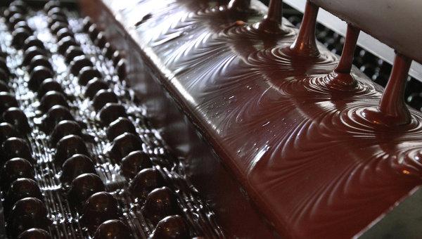 Русия може да забрани вноса на сладкарски изделия, рибни консерви и цветя от ЕС