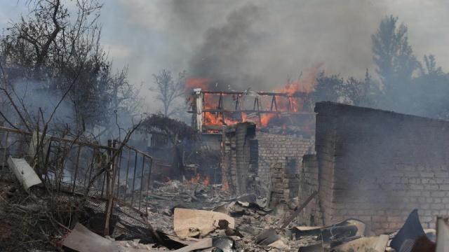 Украински военни стрелят нарочно по жилищни сгради, за да ги ограбват