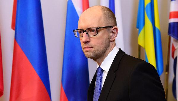 Яценюк: Украйна не може да обслужва дълга, натрупан за последните три години