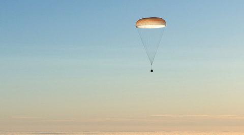 Руснак, американец и италианка се върнаха благополучно на Земята след космическо пътешествие