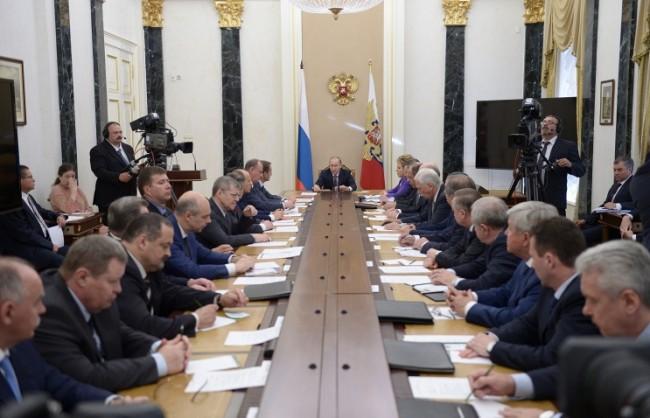 """Путин: Русия е подложена на натиск, защото """"не търгува със суверенитета си"""""""