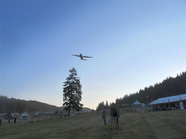 Ненчев се извини за ниско прелетели над събора в Рожен US военни самолети