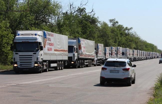 Докато украинската армия продължава да обстрелва Донбас, Русия отново достави хуманитарна помощ за жителите на региона