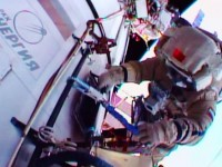 Руските космонавти проведоха 5 часа в открития космос