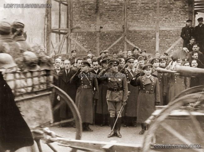 Посрещане на Българската армия, в средата ген. Владимир Стойчев, София 1945г