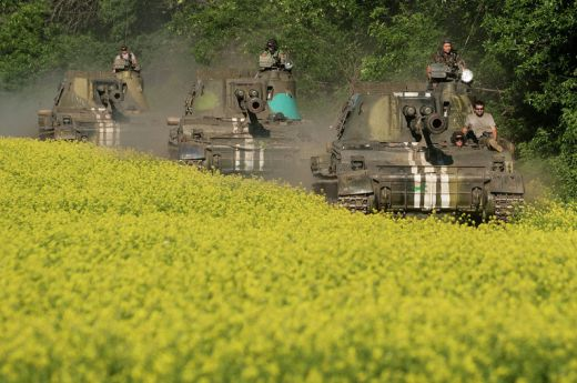 Украински самоходни артилерийски установки край Донецк