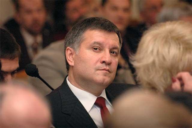 Съдят украинския вътрешен министър заради руския език в речите му
