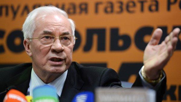 """Азаров: Украинците трябва да излязат от """"зомбирането"""" на Яценюк"""