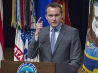 Обама предлага открит гей за военен министър