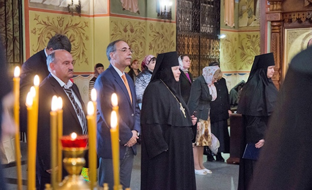Посланик Бойко Коцев подари на Иверския манастир икона като на руския президент