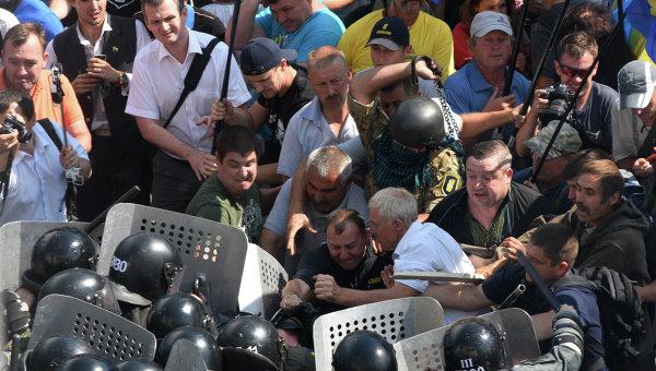 Протестите пред Върховната рада завършиха с безредици