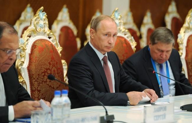 Путин: Русия ще продължи да предоставя военна помощ на Асад