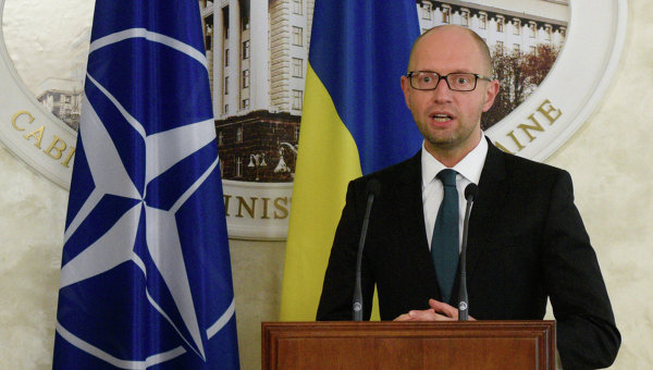 """Яценюк обяви началото на програмата """"украински шериф"""""""