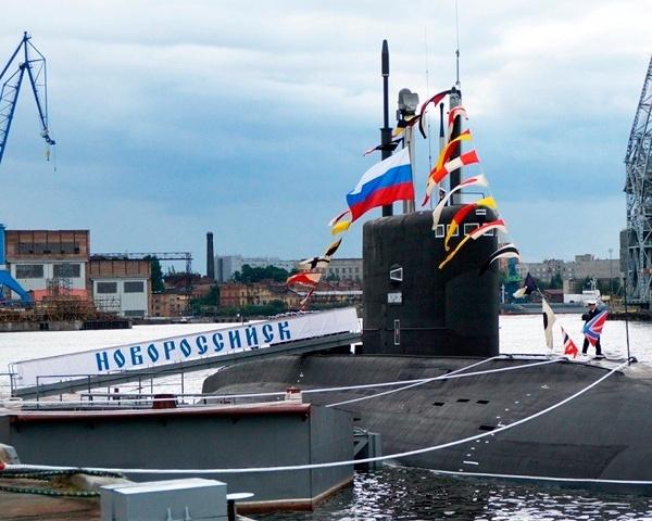 Най-модерната подводница на Русия навлезе в Черно море