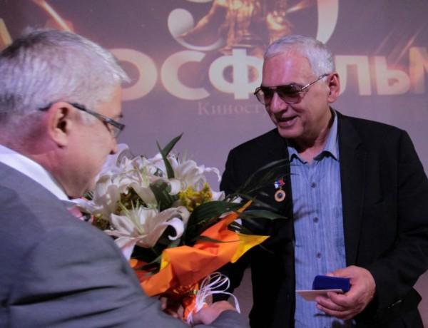 Аплодисменти и цветя за Шахназаров