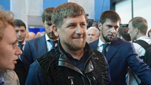 """Кадиров и """"Нощните вълци"""" направиха мотопробег в чест на рождения ден на Путин"""