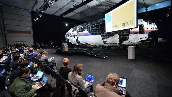 """Изводите на Холандия и """"Алмаз-Антей"""" съвпаднаха: МН17 е свален с ракета 9М38"""