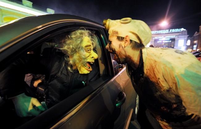 """""""Празник на нечистата сила"""": Дискусия за празнуването на Хелоуин в Русия"""