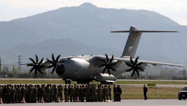 """Терористи на """"Ислямска държава"""" са извеждани от Сирия с турски самолети"""