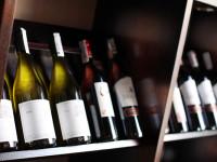 Винопроизводителите от Севастопол потопиха на дъното на Черно море 100 бутилки вино