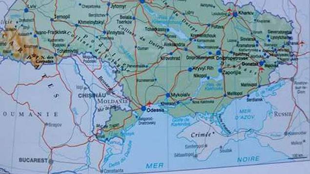 """Издателство """"Ларус"""" постави в една от картите си Кримския полуостров на територията на Русия"""