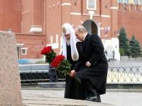 Путин постави цветя на паметника на Минин и Пожарски в Деня на народното единство