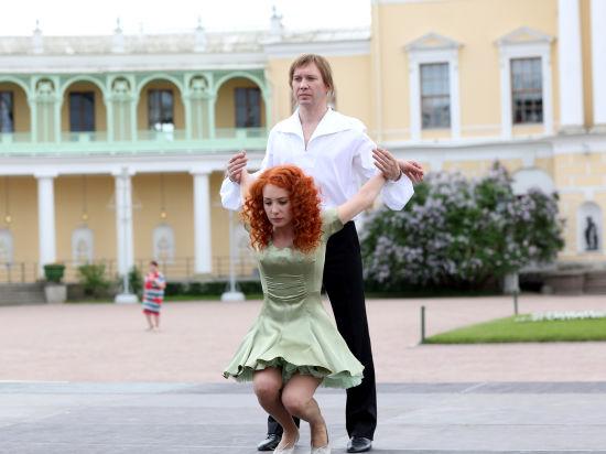 На снимка: Чулпан Хаматова и Евгений Миронов в сцена от филма.