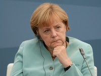 """Der Spiegel"": Ангела Меркел не иска да въвлече Германия във война"