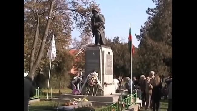 Освещаване на реставриран и обновен войнишки паметник в Требич
