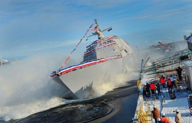 Чисто нов военен кораб на САЩ се повреди в открито море