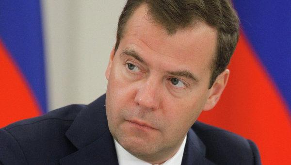 Медведев: Очакваме следващата година икономиката да се върне към растежа