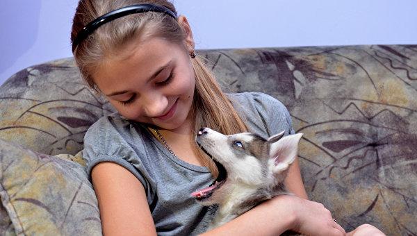 Путин подари кученце от породата хъски на момиче от Хакасия