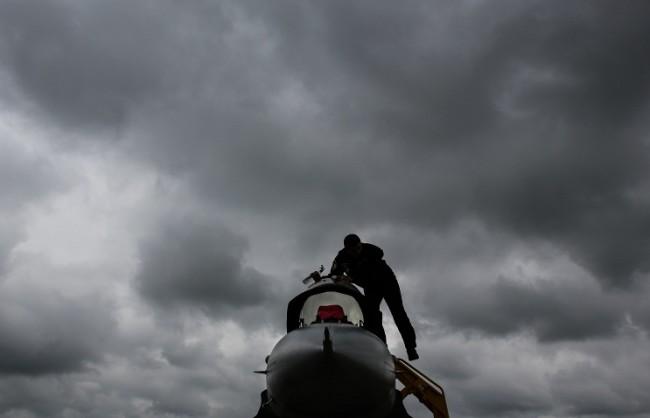 Reuters: Турските военни самолети участват в международната коалиция, но не бомбардират цели на ИД в Сирия